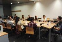 Foto El profesor José Alcarria atiende a sus alumnos de prácticas extracurriculares