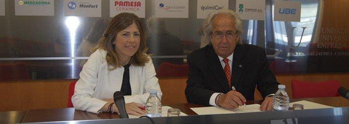 Foto Firma entre el Colegio de Psicólogos y la FUE-UJI